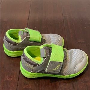 7.5 wide toddler Saucony shoes